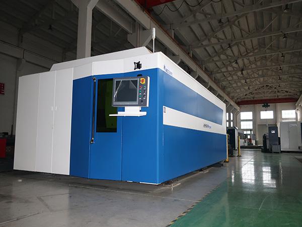 10 machine de découpe laser fibre d'acier au carbone 20mm