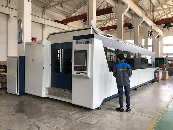 500W 700W 1kw, 2kw, 3kw, Prix de la machine de découpe laser à fibre optique CNC avec Trumpf, IPG