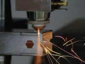 Découpeuse de tube de laser à fibre ACCURL 1000w pour tubes et profilés de découpe au laser